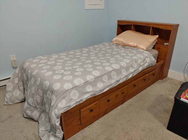Twin Mates Bed set and Bookcase Headboard