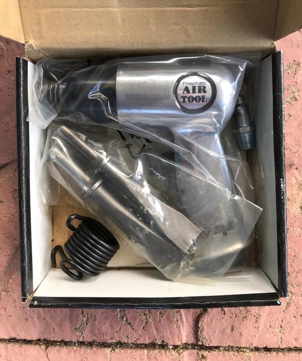 New PowerFist 150mm Air Hammer w 4 Chisels $40  Air pressure 90 psi at 4 CFM