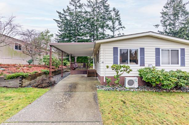 Bright, Clean, Move-in ready mobile home in 55+ Park in Central Nanaimo
