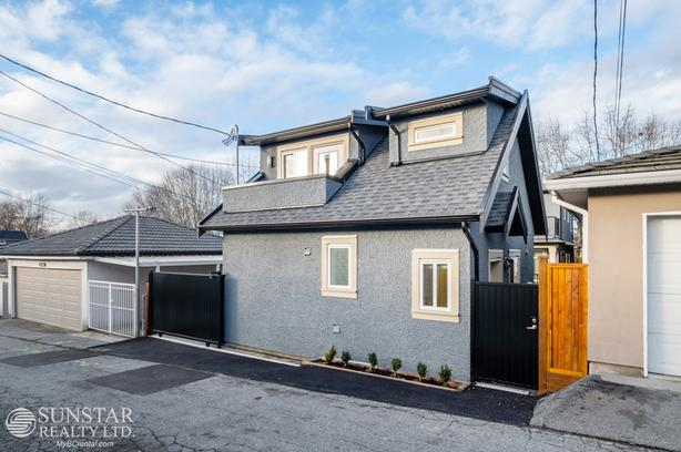 Renfrew Heights Brand New 2 Bed 1.5 Bath Laneway House