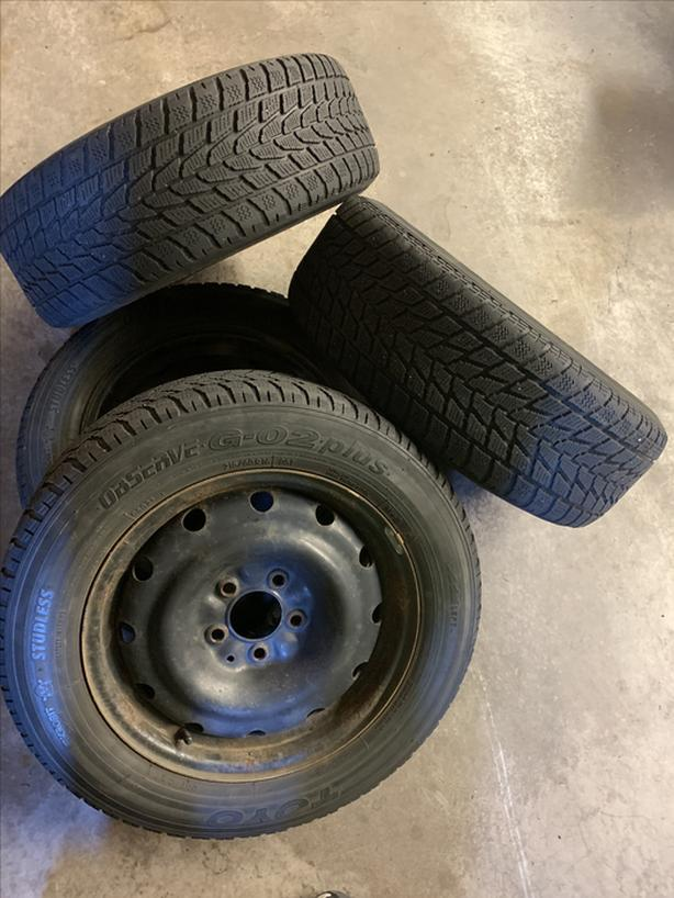 set of 4 215/60/r16 mounted on winter rims