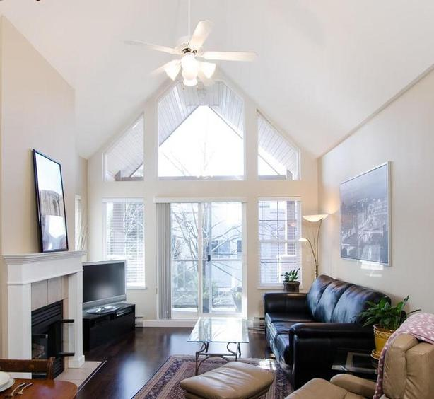 Absolutely gorgeous 2BR/2BD penthouse apartment