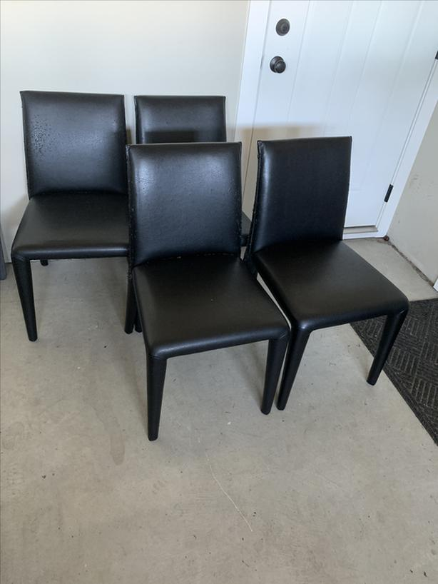 FREE: 4 dining table chairs FREE: pick up only