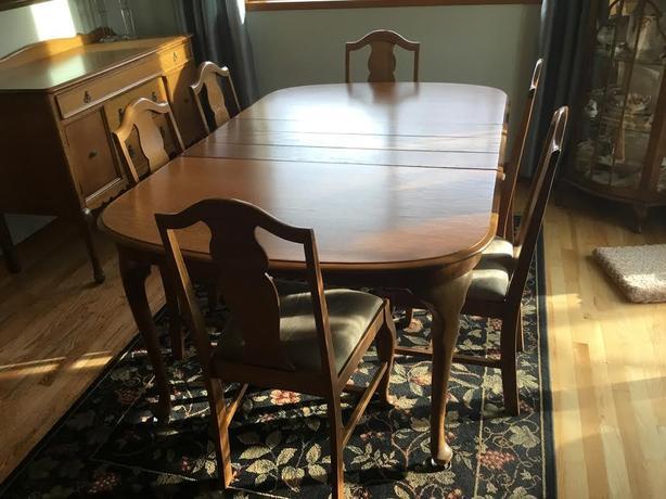 Antique Quenn Anne Dining room suite