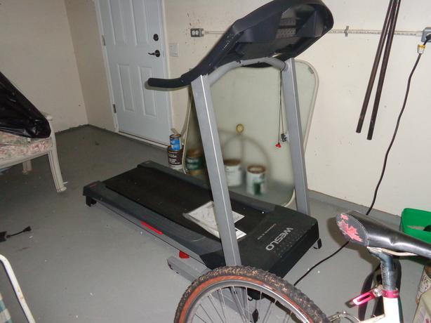 Weslo fold up treadmill