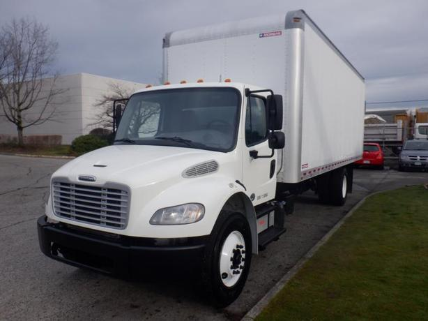 2015 Freightliner M2 106 24 Foot Cube Van With Hydraulic Brake And Ramp