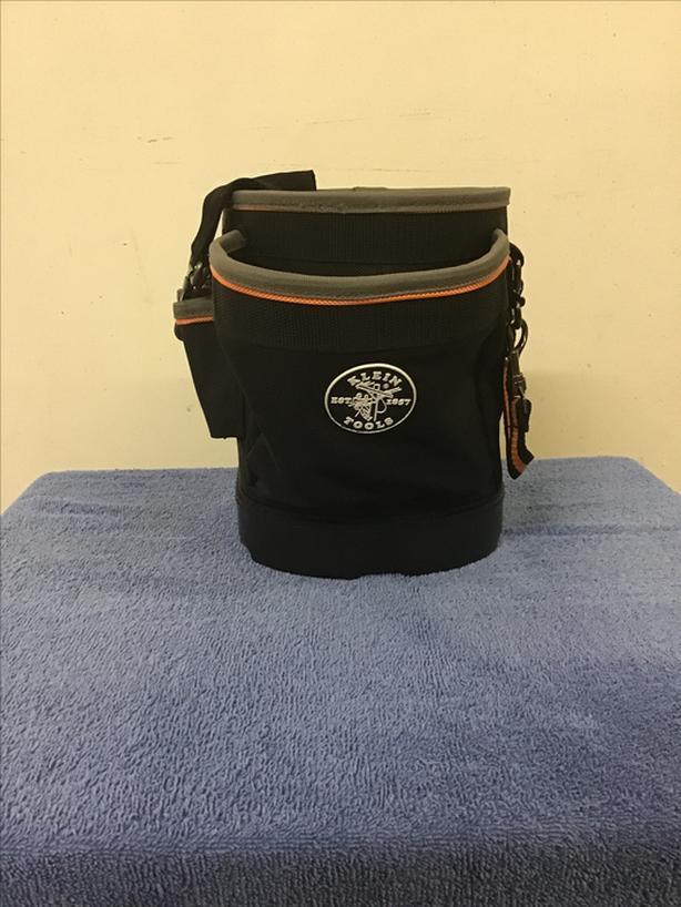 Klein Tools Tradesman Pro shoulder pouch