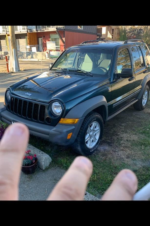 05 jeep liberty 199,000 4x4 runs great
