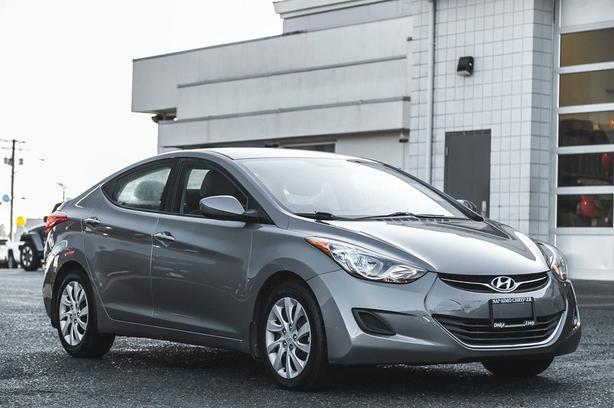 Used 2013 Hyundai Elantra GL Low Kilometers Heated Seats Sedan
