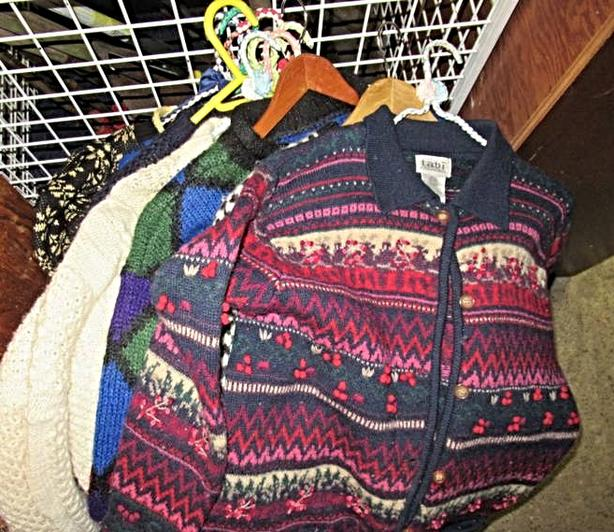 GREAT LOT OF VINTAGE SWEATERS AT TSEPTOE LOCAL AUCTION