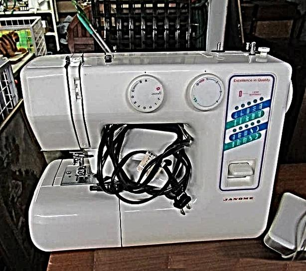 JANOME SEWING MACHINE AT STEPTOE AUCTION