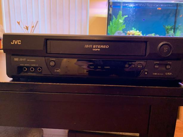 JVC VHS VCR plus 4 VCR tapes