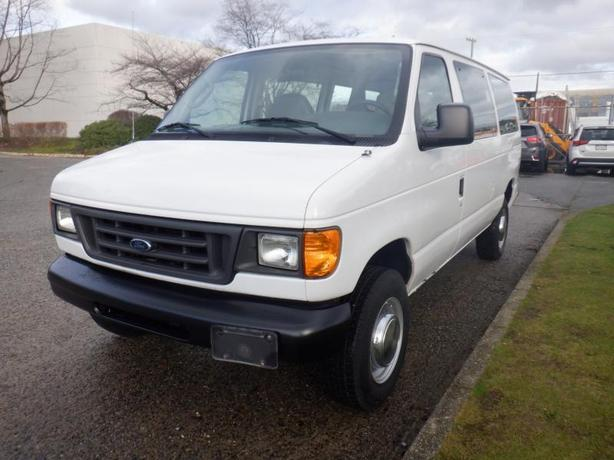 2004 Ford Econoline E-250 5 Seater Passenger Van