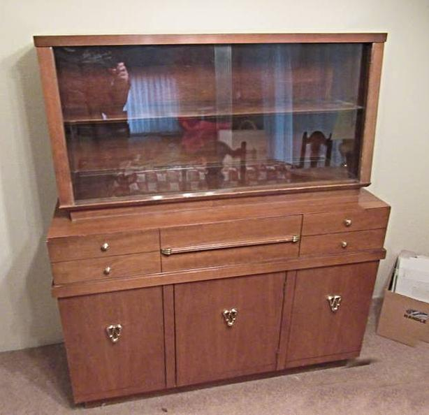 RETRO TWO PIECE DISPLAY CABINET BY KNECHTEL AT STEPTOE AUCTION
