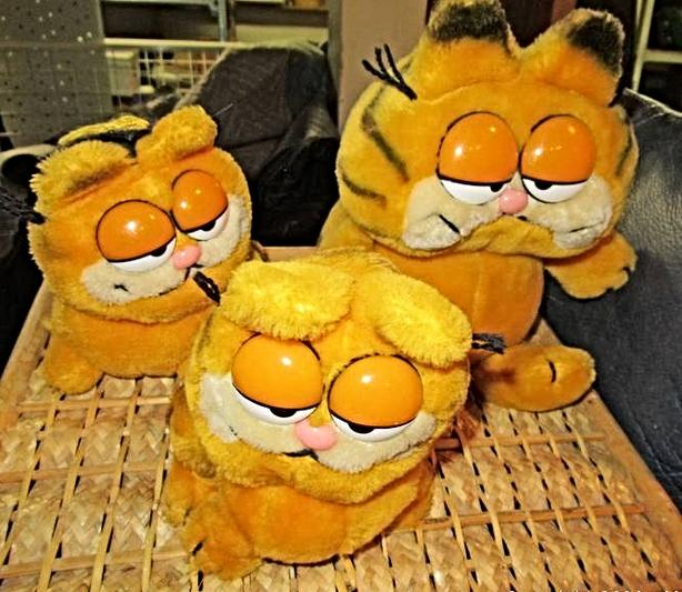 THREE VINTAGE GARFIELD STUFFIES AT STEPTOE LOCAL ONLINE AUCTION