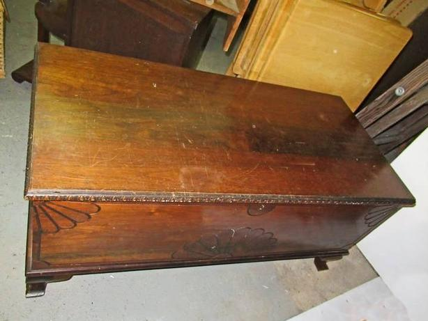 VINTAGE CEDAR LINED BLANKET CHEST AT STEPTOE LOCAL AUCTION