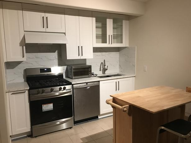 Beautiful 1 bedroom ground-level suite in Cordova Bay