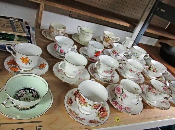 LOT OF FINE BONE CHINA TEA CUPS & SAUCERS AT STEPTOE AUCTION