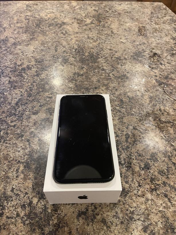 128 GB iPhone XR in Box w/ Original Charger
