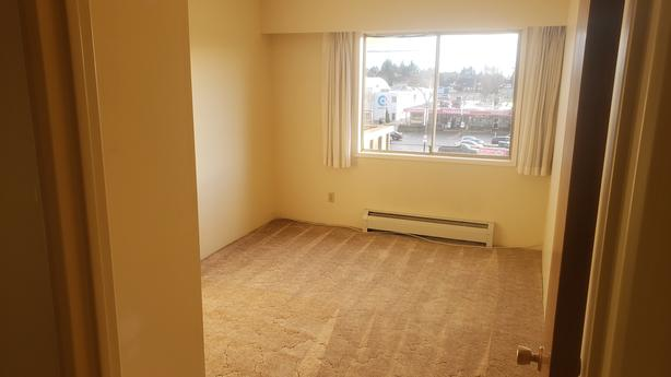 Bright, top floor 1 bedroom with some views