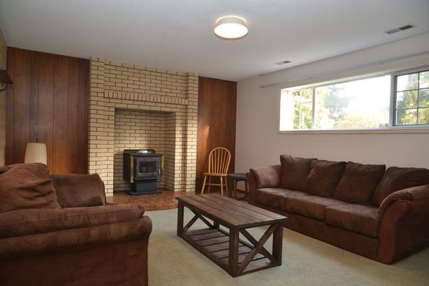 Bright and Spacious Furnished 3 bedroom Suite for Rent-Close to Uvic