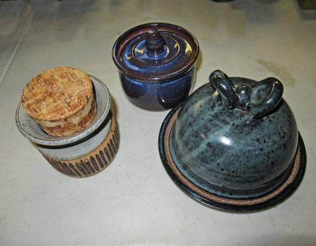 THREE GLAZED ART POTTERY CERAMIC ITEMS AT STEPTOE AUCTION
