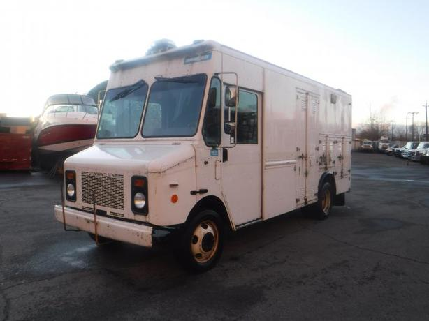 2001 Grumman Olsen Workhorse P4500 14 Foot Cargo Van with Rear Shelving