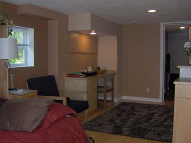 Bright Furnished Bach Cedar Hill Available Now