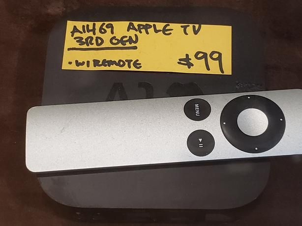 Apple TV 3rd Gen (Model A1469) With Remote
