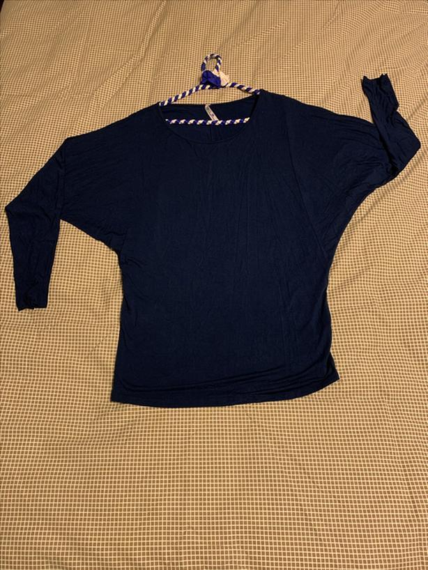Sleek Navy Blue Bat-Sleeve Top Size M