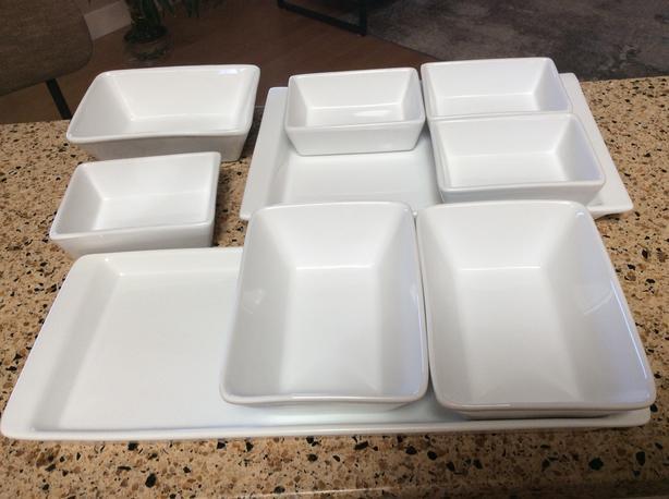 Porcelain serving set
