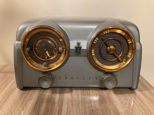 Mid century modern Crowley dashboard radio clock