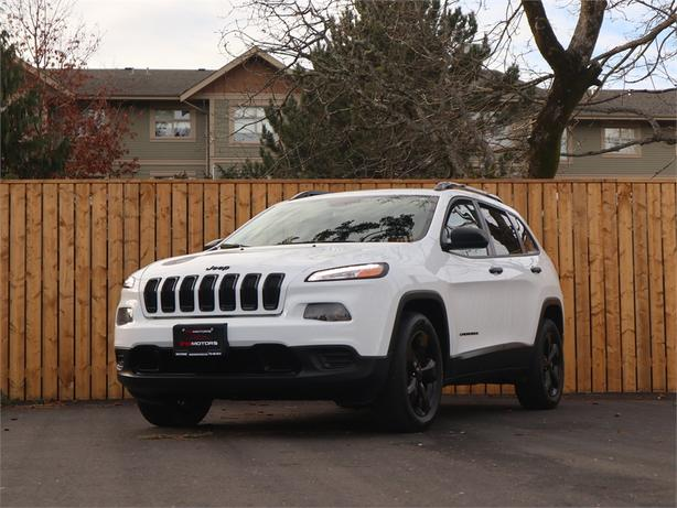 2016 Jeep Cherokee Latitude  RWD, 2.4L 4 Cylinder, Automatic - HEATED STEERING!
