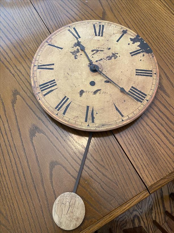 FREE: antique look pendulum clock. Needs new mechanizm