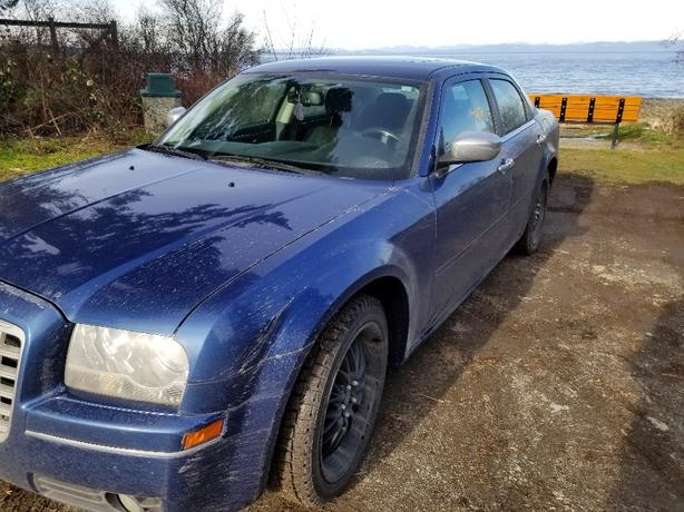 Beautiful 2010 Chrysler 300 limited with rims