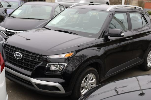 Pre-Owned 2020 Hyundai Venue Preferred Front Wheel Drive SUV