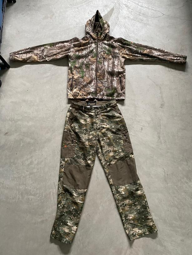Man's hunting hoody and pants.