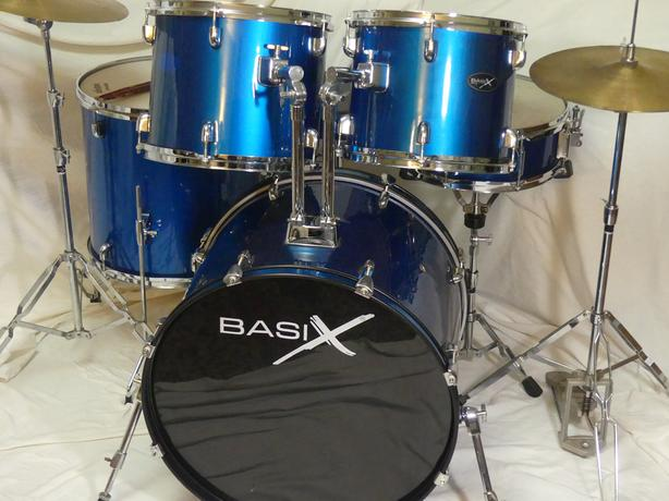 FULL SIZE DRUM SET COMPLETE AND READY TO ROCK