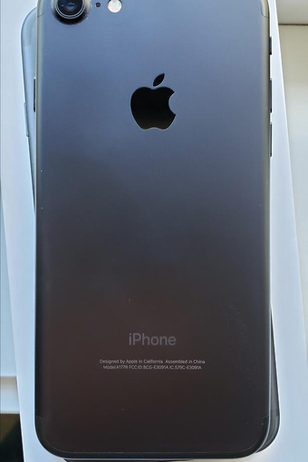 Unlocked iPhone 7 (flawless)