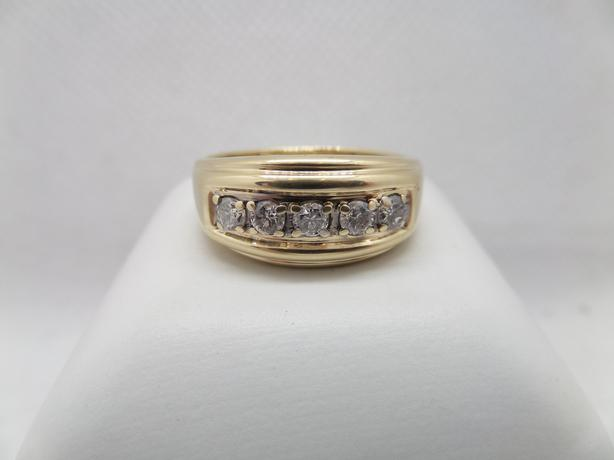 #I-14407 (Just Reduced) Men's 10K yellow gold ring with 5 diamonds 0.85 ct tdw