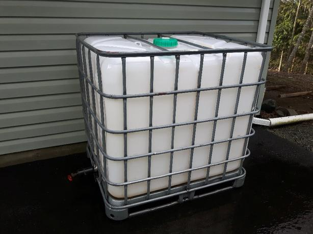 WATER TANK IBC TOTE 1000 LITRES.