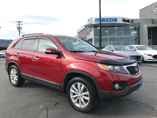 Pre-Owned 2011 Kia Sorento FWD LOW KMS / THOROUGH SERVICING / LEATHER / CLEAN!!