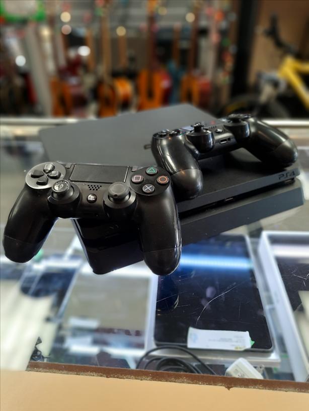#176264-1 PS4 2 Controller