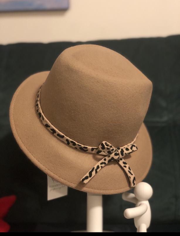 Made in Italy 100% wool new camel hat