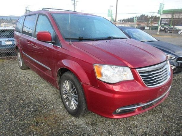 Used 2015 Chrysler Town & Country Touring Back-up Camera, Bluetooth Connectivity