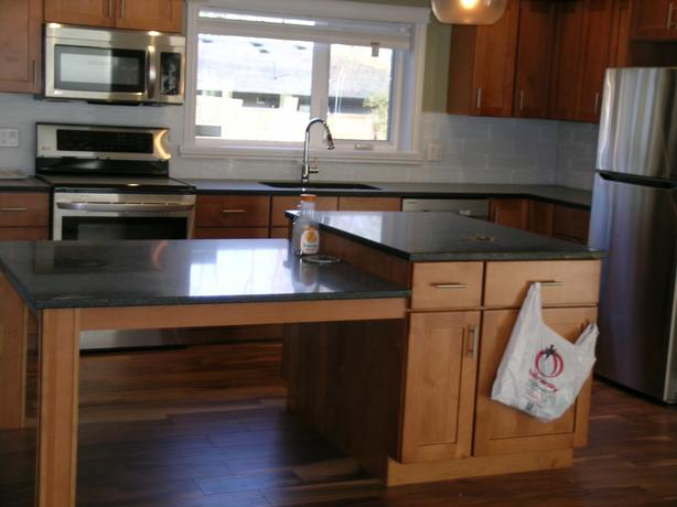3 bedroom close to Uvic