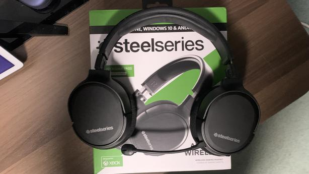 SteelSeries Arctis 1 wireless gaming headset for Xbox