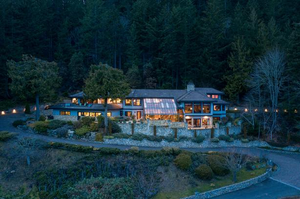Incomparable Custom Built Estate