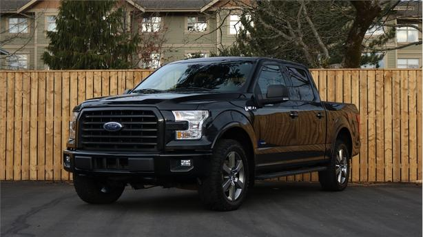 2015 Ford F-150 4WD SuperCrew 145  XLT - LOADED WITH OPTIONS!