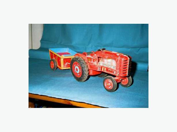 1950'S BATTERY OPERATED TRACTOR AND TRAILER